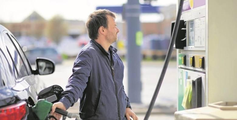 Liczy się nie tylko jakość paliwa i cena, ale również obsługa oraz to, co dany obiekt ma w ofercie. Mowa o stacjach paliw. Internauci ocenili te obiekty