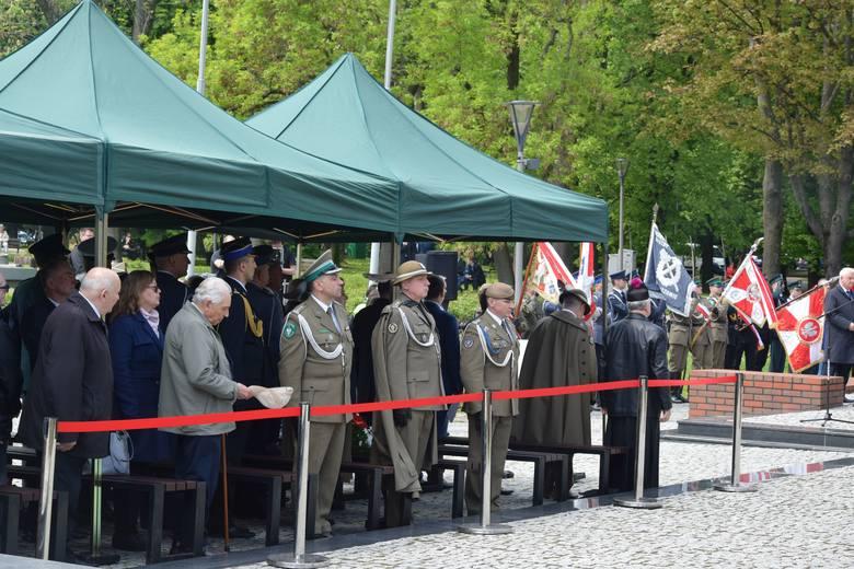 W parku Jedności Polonii z Macierzą, pod pomnikiem Władysława Sikorskiego w Rzeszowie odbyło się uroczyste uczczenie 74. rocznicy zakończenia II wojny