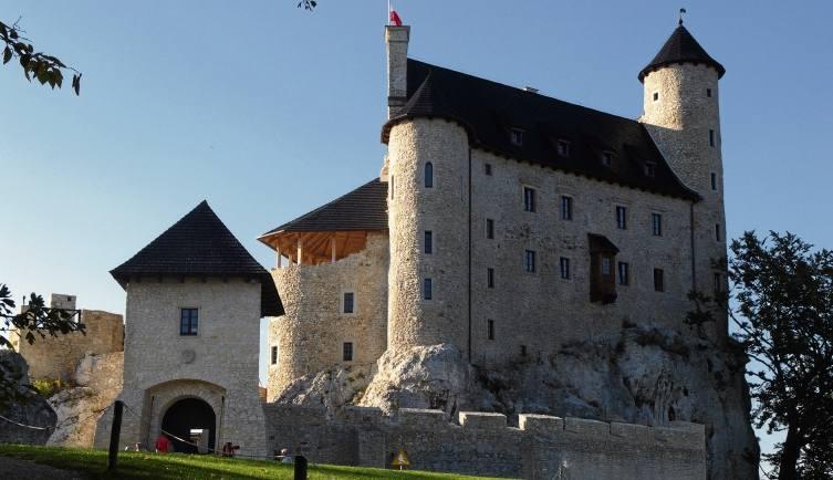 Bobolice. Przez ponad 300 lat stały tu  ruiny zamku królewskie-go wzniesionego przez króla Kazimierza. Rekonstrukcja Bobolic to jedna z najbardziej spektakularnych takich inwestycji w kraju.