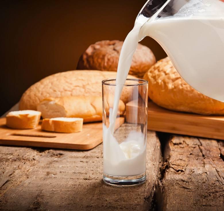 Podstawą menu powinny być produkty mleczne. Najbogatsze w wapń są sery podpuszczkowe dojrzewające (żółte). Zawierają 6-10 razy więcej wapnia niż sery