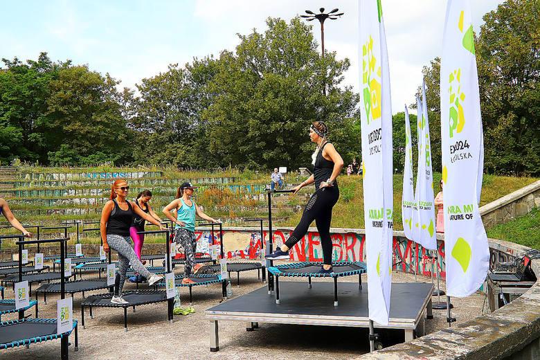 Trening na trampolinach w Parku Baden-Powella. Zobacz zdjęcia