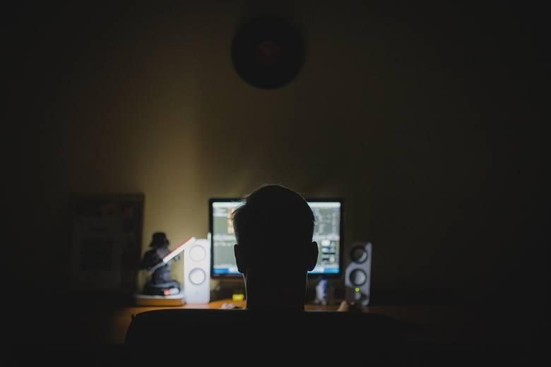 Wielka fala oszustw internetowych. Zielonogórska policja ostrzega mieszkańców!