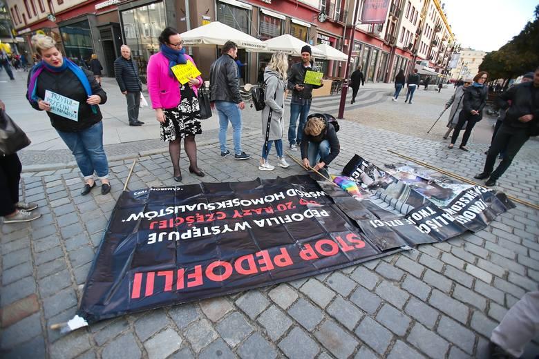 Pro life kontra LGBT we Wrocławiu. Gorąca pikieta [ZDJĘCIA]