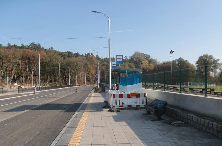 Autobus wkrótce pojedzie po wiadukcie, tramwaj już nie. W planach zabrakło podstacji. Plan budowy był niepełny, a prezydent nie wie dlaczego