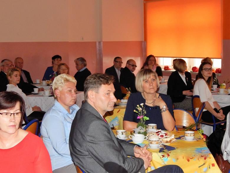 Spotkanie nauczycieli osięcińskiego gimnazjum z rodzicami,  samorządowcami oraz przyjaciółmi szkoły.