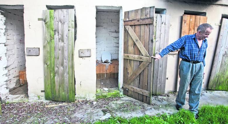 Mieszkańcy z ul. Kantorowickiej toalety mają na zewnątrz. Tak wyglądają po remoncie...