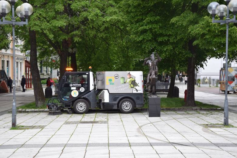 Zielona Góra, maj 2020 r. Porządki po zimie na zielonogórskim deptaku.