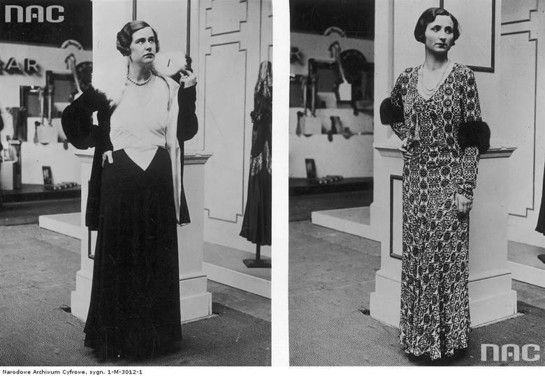 Modelki prezentują suknie wieczorowe: z prawej: wzorzysta suknia z velvetu z doszytym futrem na rękawach, z lewej: suknia i żakiet z kołnierzem z lisa.