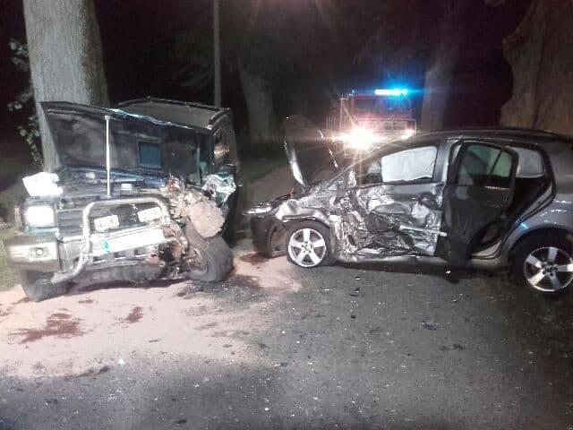 Zderzenie dwóch samochodów w Janiewicach. Jedna osoba ranna [ZDJĘCIA]