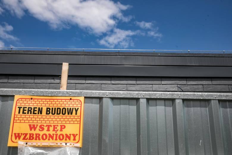 - Branża budowlana oferuje zarobki od 21 nawet do 25 zł za godzinę- mówi ekspertka.
