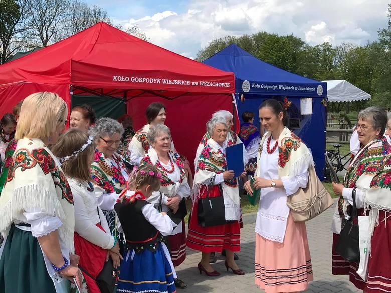 W Zochcinku koło Opatowa odbył się ciekawy piknik rodzinny. Wielu wystawców pokazało na nim stragany pełne smakołyków. Można było także podziwiać zwierzyniec