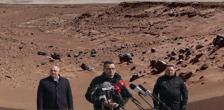 Na Marsie jest życie, polscy politycy byli tam przed łazikiem Perseverance. Zobaczcie najlepsze MEMY. Zobacz na kolejnych slajdach, posługując się klawiszami