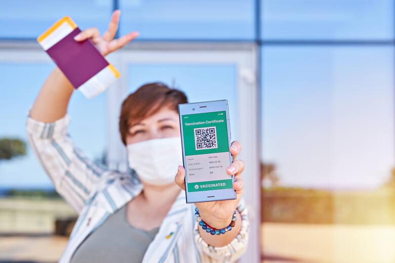 """Czym jest """"paszport covidowy"""" i jak go otrzymać? Kto może go dostać i gdzie będzie działał? Sprawdź wszystko, co powinieneś wiedzieć"""