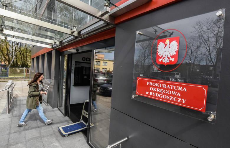 Informacje o zarobkach, dodatkach i podwyżkach otrzymaliśmy z Prokuratury Okręgowej w Bydgoszczy.I tak: prokuratorzy ze stawką 4., po 10 latach pracy,