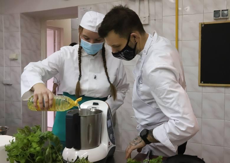 Finalista programu MasterChef Tomasz Skobel w Zakładzie Doskonalenia Zawodowego w Radomiu