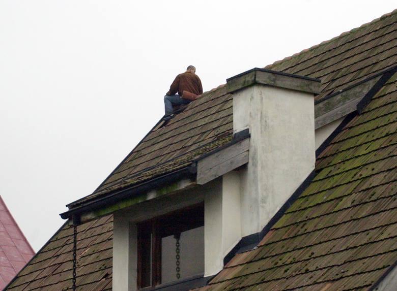 Człowiek na dachu