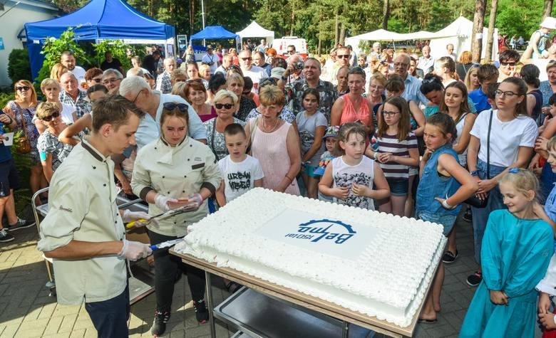 """Wielki jubileuszowy tort oraz mnóstwo atrakcji przygotowały Bydgoskie Zakłady Elektromechaniczne """"BELMA"""" SA dla wszystkich pracowników oraz emerytów"""