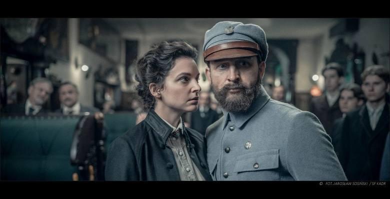Józef Piłsudski (Borys Szyc) i jego druga miłość - Ola Szczerbińska (Maria Dębska) <br />