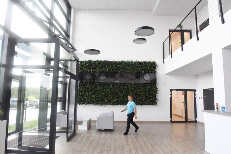 Zielonogórski Lumel zbudował nowy zakład i halę sportową na strefie ekonomicznej. Zobaczyliśmy te wnętrza od kuchni!