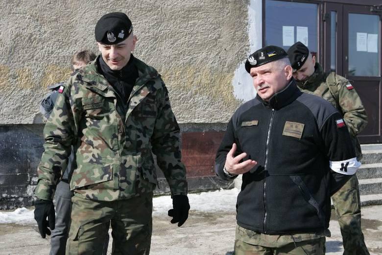 Około 100 żołnierzy, 20 pojazdów, w tym działka przeciwlotnicze i ogromny radar – między innymi taki sprzęt na trzy dni zjechał do niewielkiego Słońska.