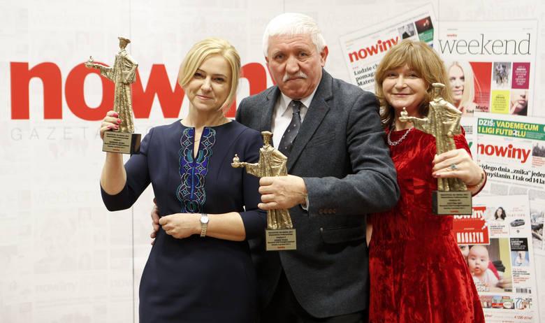 """W plebiscycie """"Nauczyciel na medal"""" wzięło udział około 500 nauczycieli z całego Podkarpacia. Nagrody zostały przyznane w trzech kategoriach: nauczycieli"""