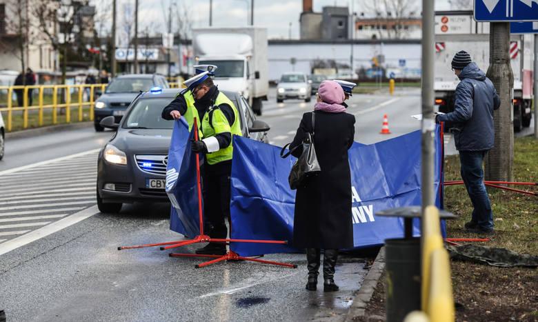 W czasie tegorocznych wakacji na drogach naszego regionu doszło do kilkudziesięciu wypadków. W których zginęło  10 osób, wśród nich policjant z komendy