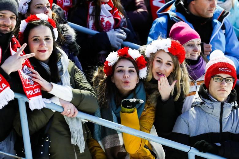 Zakopane 2020. Skoki narciarskie. Puchar Świata. Fani kibicują Kubackiemu i Stochowi pod Wielką Krokwią [ZDJĘCIA KIBICÓW, GALERIA]
