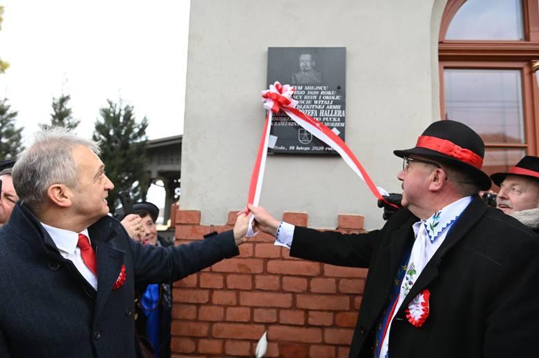 Pociąg retro zatrzymał się między innymi w Redzie, gdzie odsłonięto tablicę z okazji spotkania generała Hallera z Kaszubami sto lat temu