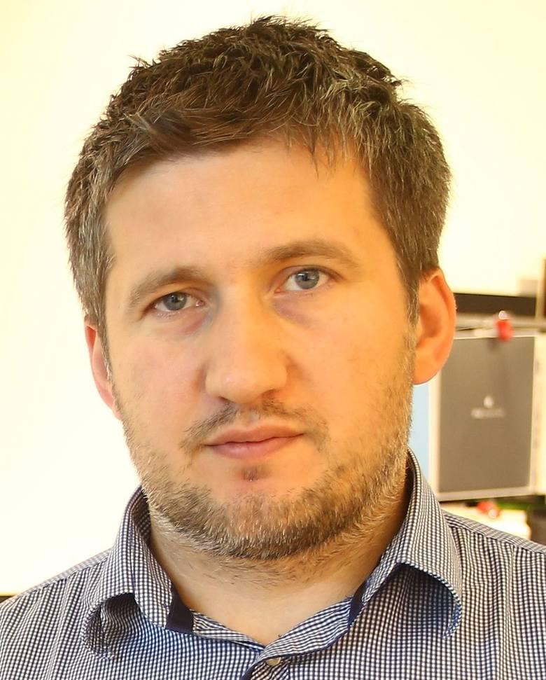 Rafał GęburaPochodzi z Radomia. Ma 38 lat. Jest współzałożycielem firmy iPlanet, jedynego autoryzowanego salonu sprzedaży Apple w okolicy. Ma wyższe