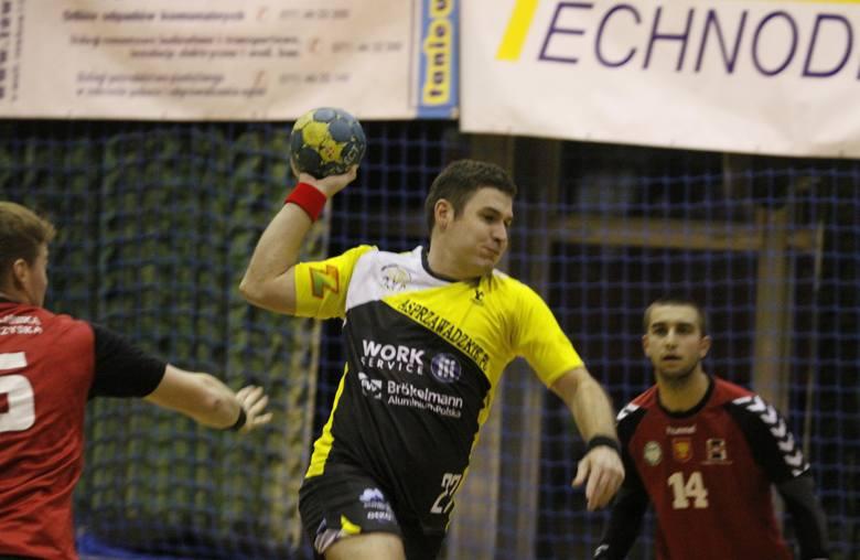 Łukasz Szlinger rzucił osiem bramek i był wyróżniającym się zawodnikiem w zespole z Zawadzkiego.