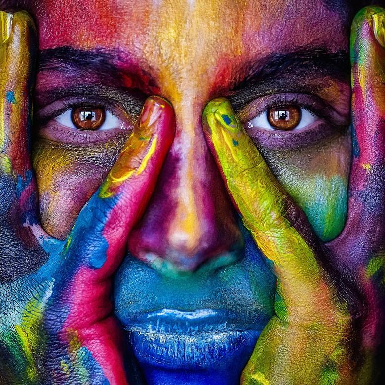 Kolory odgrywaj dużą rolę w naszym życiu. Naukowcy udowodnili, że kolory wpływają na naszą psychikę i osobowość. Sprawdź, co mówi o Tobie ulubiony kolor.Jak