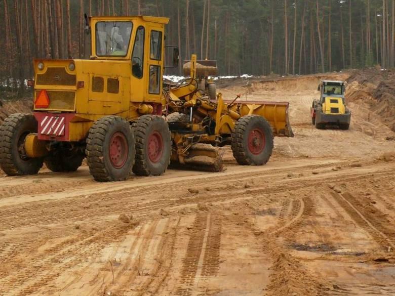 Rząd daje 62 mln zł na podkarpackie drogiW ramach programu mogą być wykonywane roboty budowlane  polegające  na budowie, przebudowie, remoncie  drogi
