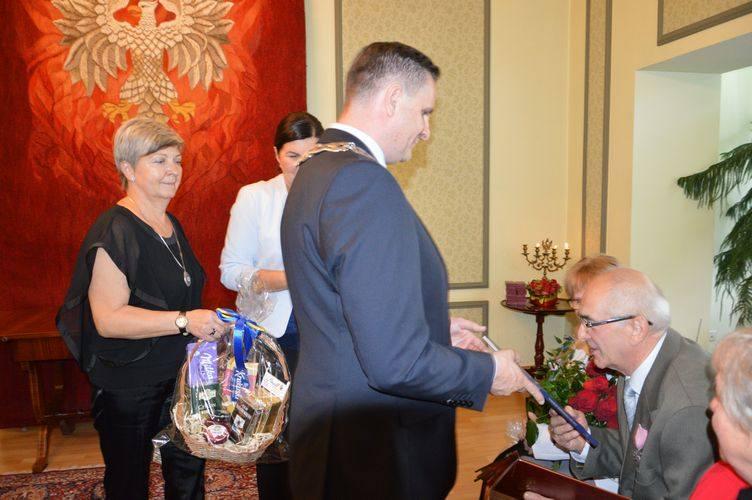 Sześć par świętowało Złote Gody w skierniewickim USC [ZDJĘCIA]