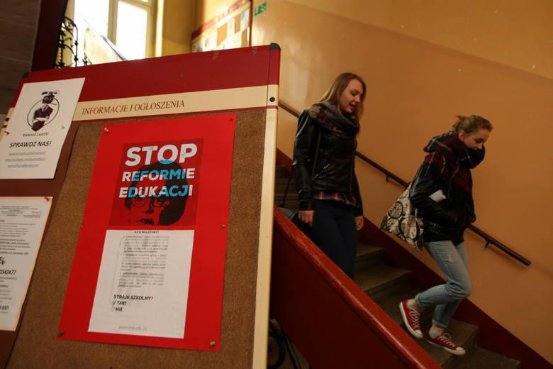 Protest w LO nr IX. Trwa protest, ale lekcji nie odwołano