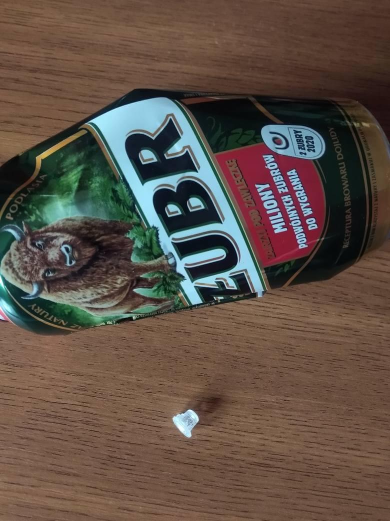 Klient o mało nie udusił się przez to, co pływało w puszce znanego piwa. Co?