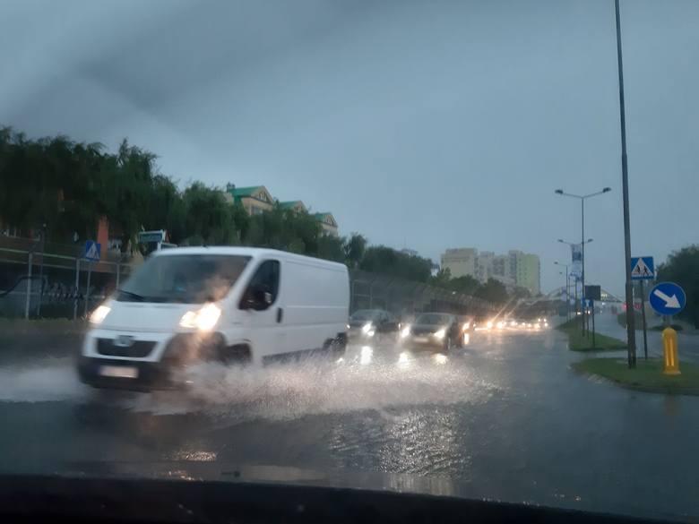 Burza i ulewa w Szczecinie i woj. zachodniopomorskim (6.06.2019). Wiele ulic pod wodą [WIDEO, ZDJĘCIA]