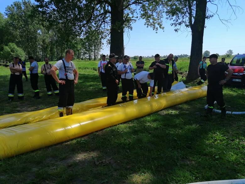 W poniedziałek Strażacy OSP Brańsk uczestniczyli we wspólnych działaniach przeciwpowodziowych w rejonie rzeki Nurzec w Brańsku.