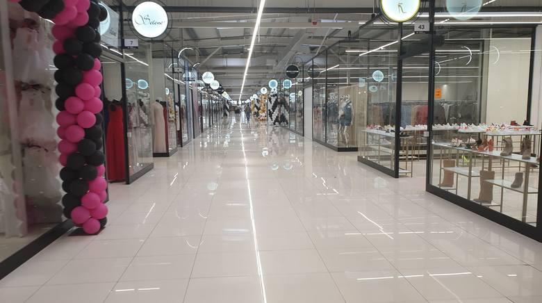 W piątek wieczorem premier Morawiecki oglosił ograniczenie handlu w centrach handlowych. W sobotę podjęto decyzję, że C. H. Ptak będzie zamknięty - taką