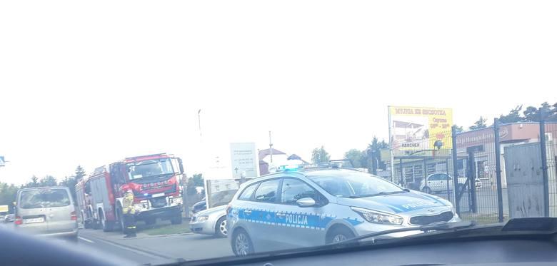 Do kolizji auta dostawczego z osobówką doszło ok. godz. 8.30 na ul. Warszawskiej w Grudziądzu w kierunku Maruszy. Na miejscu działały służby: policja