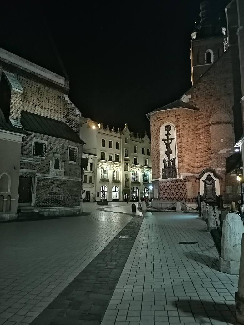 Plac Mariacki w niedzielę wieczorem