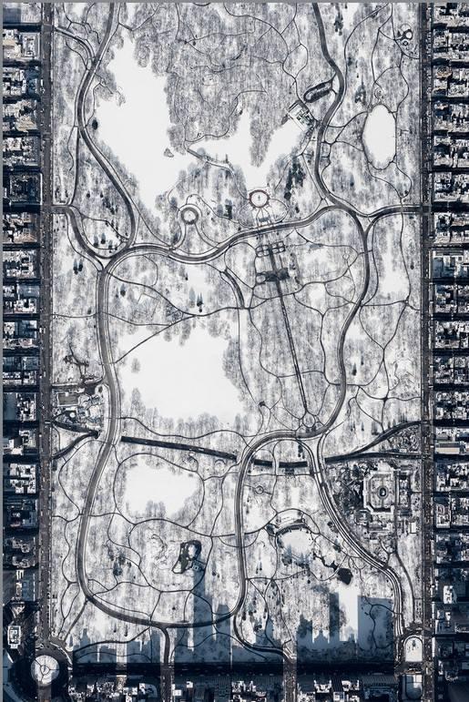 """Zwycięskie zdjęcie """"Snowy Central Park at 10,000 feet"""" (ang. """"Śnieżny Central Park na wysokości 10 000 stóp"""")"""
