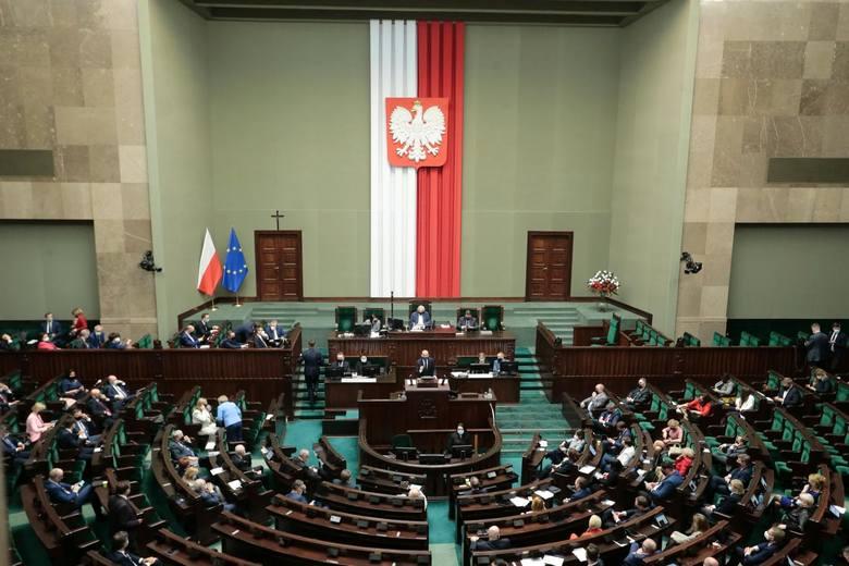 Krajowy Plan Odbudowy. Sejm przegłosował KPO. Jak głosowali posłowie z Mazowsza?