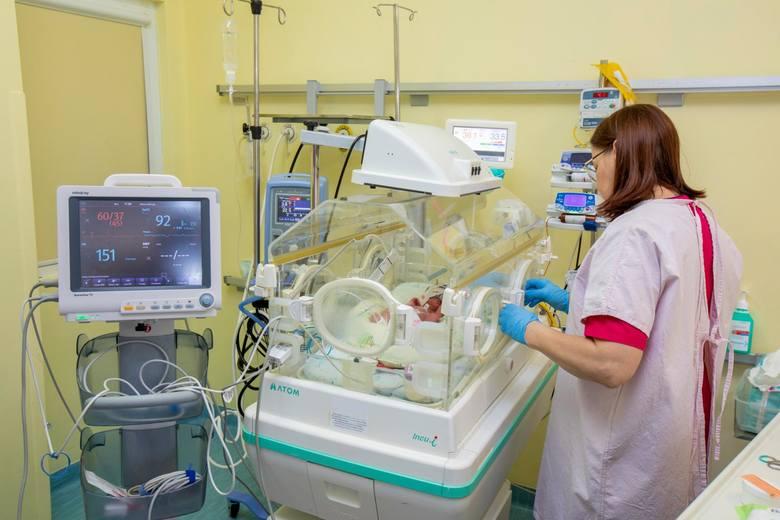 Takie narodziny zdarzają się bardzo rzadko - raz na 600 tys. porodów. We wtorek (3 marca) w Szpitalu Uniwersyteckim nr 2 im. Biziela w Bydgoszczy przyszły