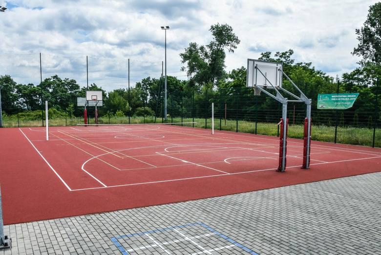 Od 1 maja możliwe jest uprawianie sportu w obiektach sportowych na świeżym powietrzu. Obowiązuje limit - max 50 osób. Otwarte zostały również baseny