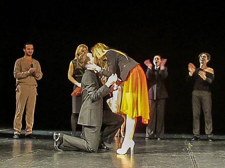 Teatr Dramatyczny. Oświadczyny w walentynki po spektaklu I Move You (zdjęcia)