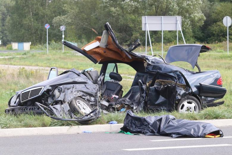 Gdzie i kiedy najczęściej dochodzi do wypadków? Jakie są przyczyny? Wśród kierowców pokutuje wiele mitów na temat bezpieczeństwa na drogach. Inne przekonania