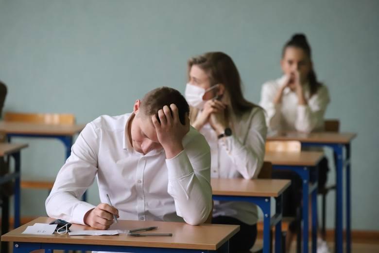 Rozpoczęły się matury. Abiturienci zmierzyli się z językiem polskim. Co było na egzaminie? ZDJĘCIA