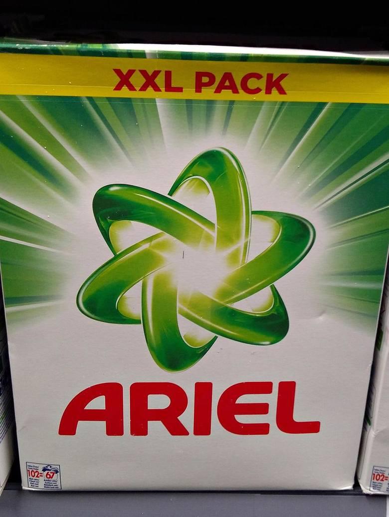 Pudełko kartonowe po proszku do praniaKartony to odpady wielomateriałowe i jeżeli są bez zawartości – wrzucamy je do żółtego pojemnika/worka.