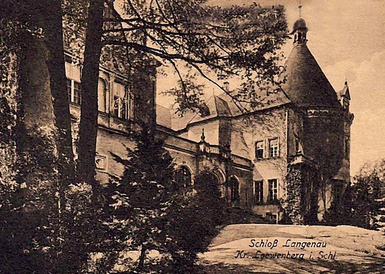 Do 1945 roku pałac był w posiadaniu rodziny von Klitzing-Schierokau, pod koniec wojny przejęli go naziści
