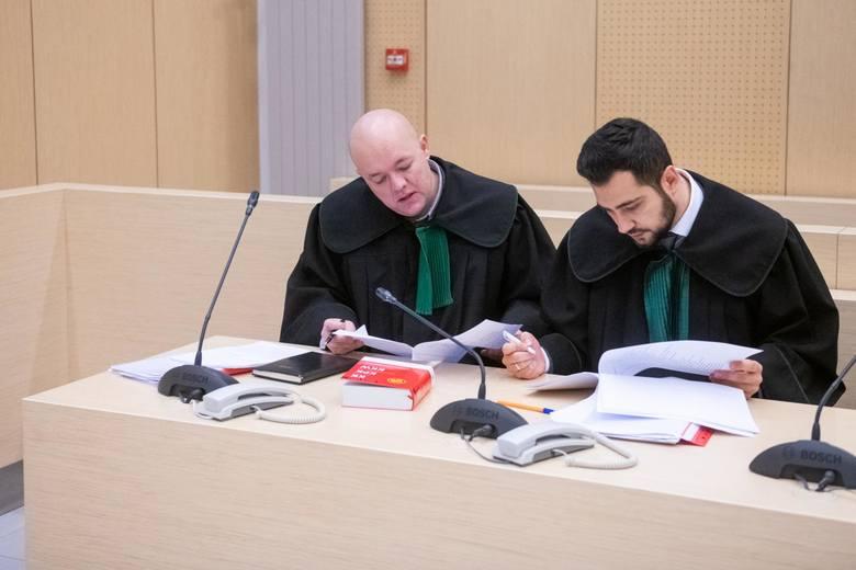 Tomasz J. od początku nie przyznaje się do winy. Mężczyzna odmówił też składania wyjaśnień i stwierdził, że nie chce uczestniczyć w procesie. Był obecny jedynie na pierwszej rozprawie w sądzie.